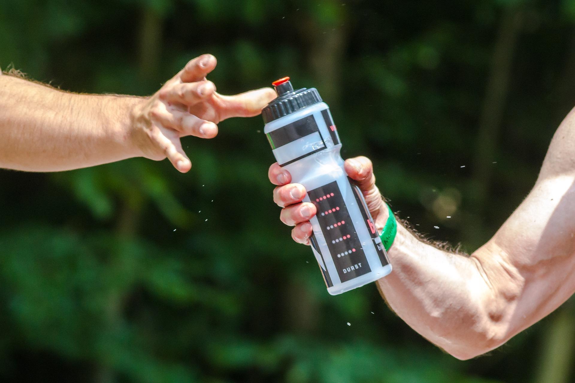 Sportgetränke - isotonische Getränke - Trinken als Fußballer